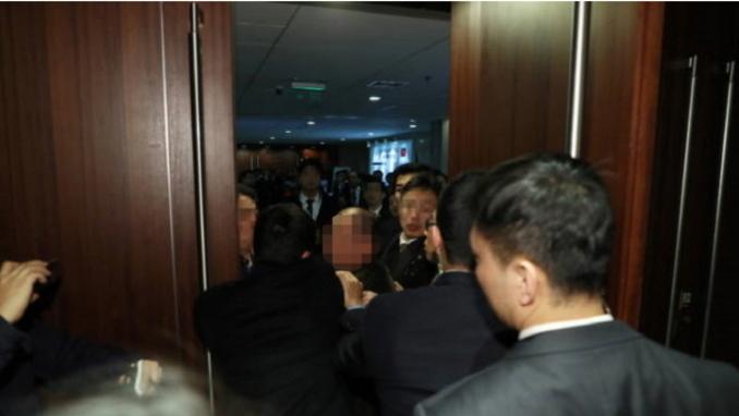 문대통령 방중 동행한 한국 기자들 중국측 경호원에 집단 폭행 '중상'