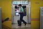 일본 도쿄지하철 집단감염, 화장실 수도꼭지 지목