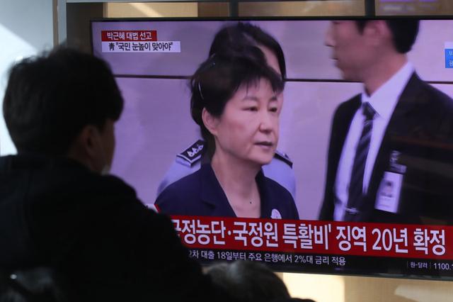 """국민의힘 """"반성 요구는 국민 우롱""""...연일 MB·朴 사면론"""