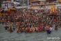 인도, 코로나 폭발적 확산세 연일 20만명 …영국 총리, 4월 방문 취소