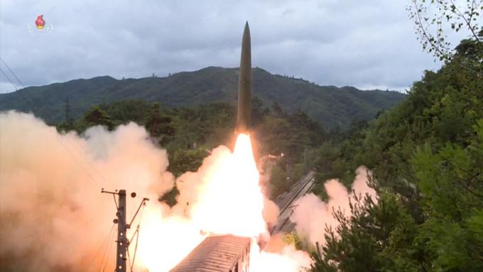 """美 유엔대사 """"북한 미사일 발사 극히 우려...대북제재위서 논의"""""""