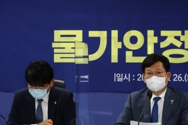 민주당·정부, 휘발유·경유 등 유류세 한시적 20 인하...역대 최대 인하폭